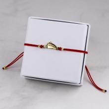 Гривна с червен конец и 14 карата златен елемент бебешка стъпка с име
