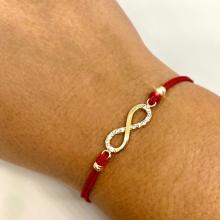 Гривна с червен конец и златен елемент безкрайност В61