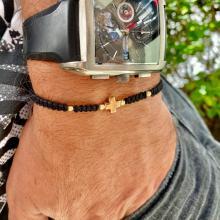 Гривна с червен конец и 14 карата златен елемент кръст B54CZ