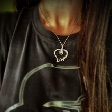 Златен медальон във формата на сърце с име по избор и детелинка